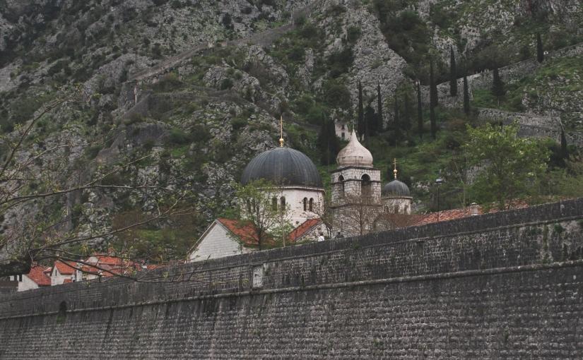 Climbing the walls of Kotor - what to do in Kotor, Montenegro | https://roosendansontour.com/