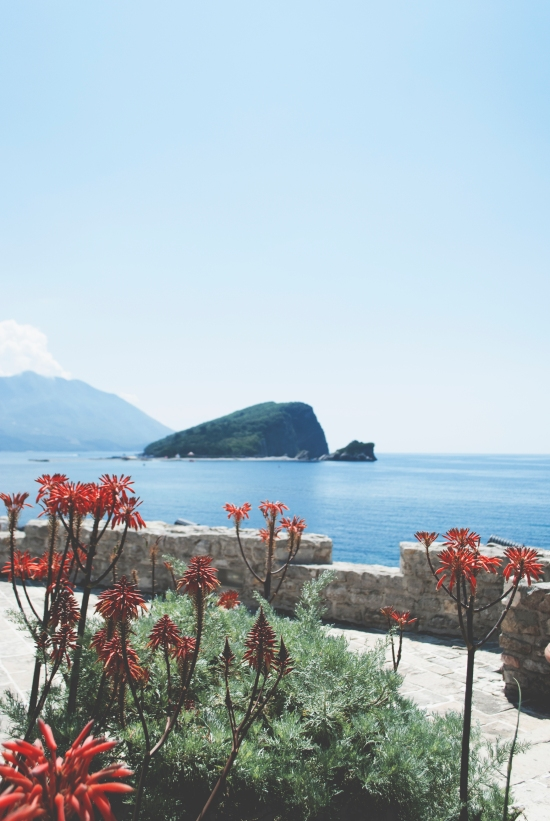 Budva, my temporary home away from home - what to do when visiting this vibrant city | https://roosendansontour.com/